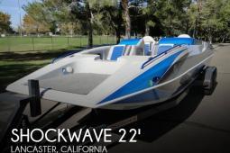 2009 Shockwave 22 Deck Boat