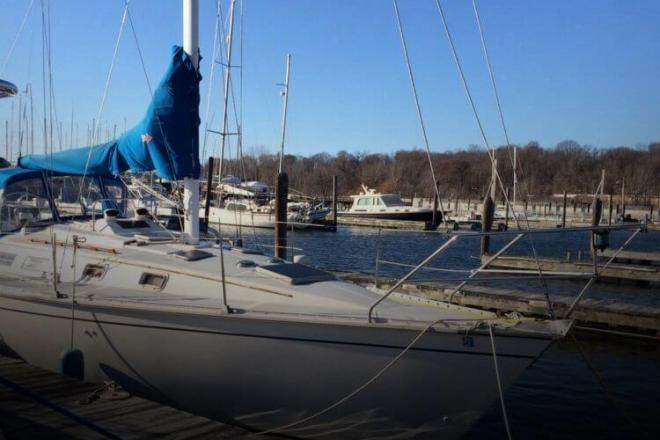 1983 Hunter 34 - For Sale at Glen Cove, NY 11542 - ID 119980