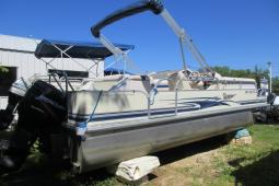 2004 Voyager Tritoon 22' Fish N Cruise Model / 297 Hours on 150hp Mercury Optimax
