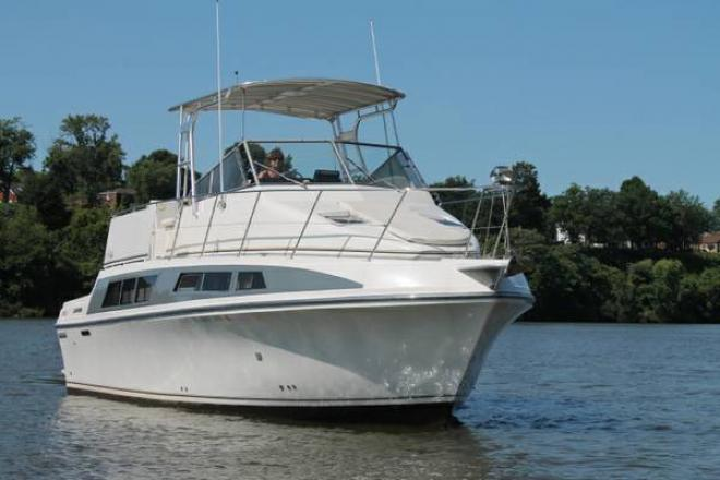 1995 Carver 330 Mariner - For Sale at Pittsburgh, PA 15122 - ID 127767