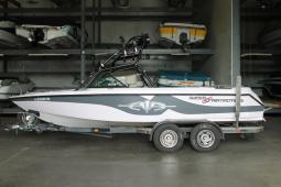 2001 Correct Craft Super Air Nautique 210