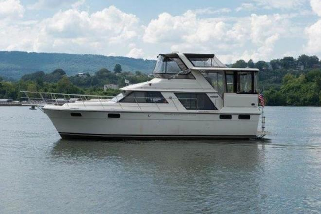 1987 Carver 4207 Motor Yacht - For Sale at Chattanooga, TN 37401 - ID 131058