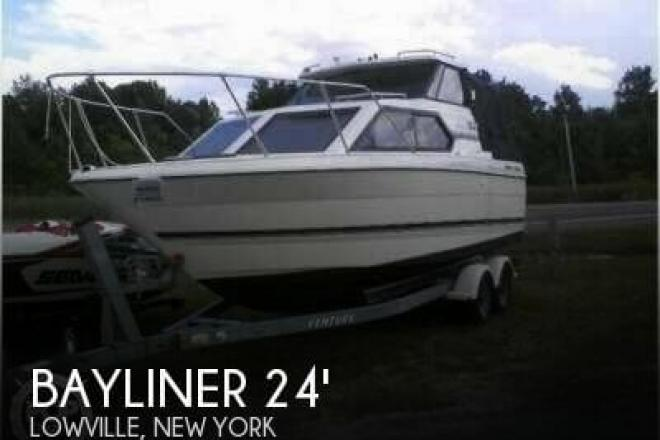 1999 Bayliner 2452 Ciera Express - For Sale at Lowville, NY 13367 - ID 56676