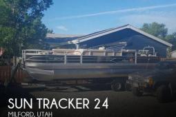2016 Sun Tracker Fishin Barge 24 DLX