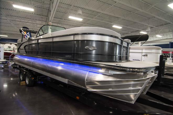 2019 Manitou Legacy 25 RFW SHP - For Sale at Lake Ozark, MO 65049 - ID 151117