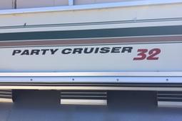 2000 Sun Tracker 32 Party Cruiser