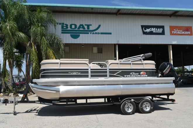 2022 Sun Tracker PARTY BARGE® 20 DLX, Trailer and 90CT