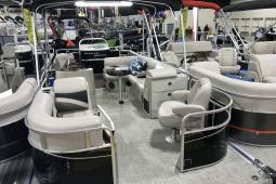 2019 Apex 822 Angler Qwest Family Fish Deluxe