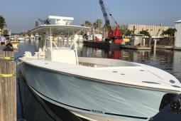 2006 Jupiter 38 Forward Seating Center Console