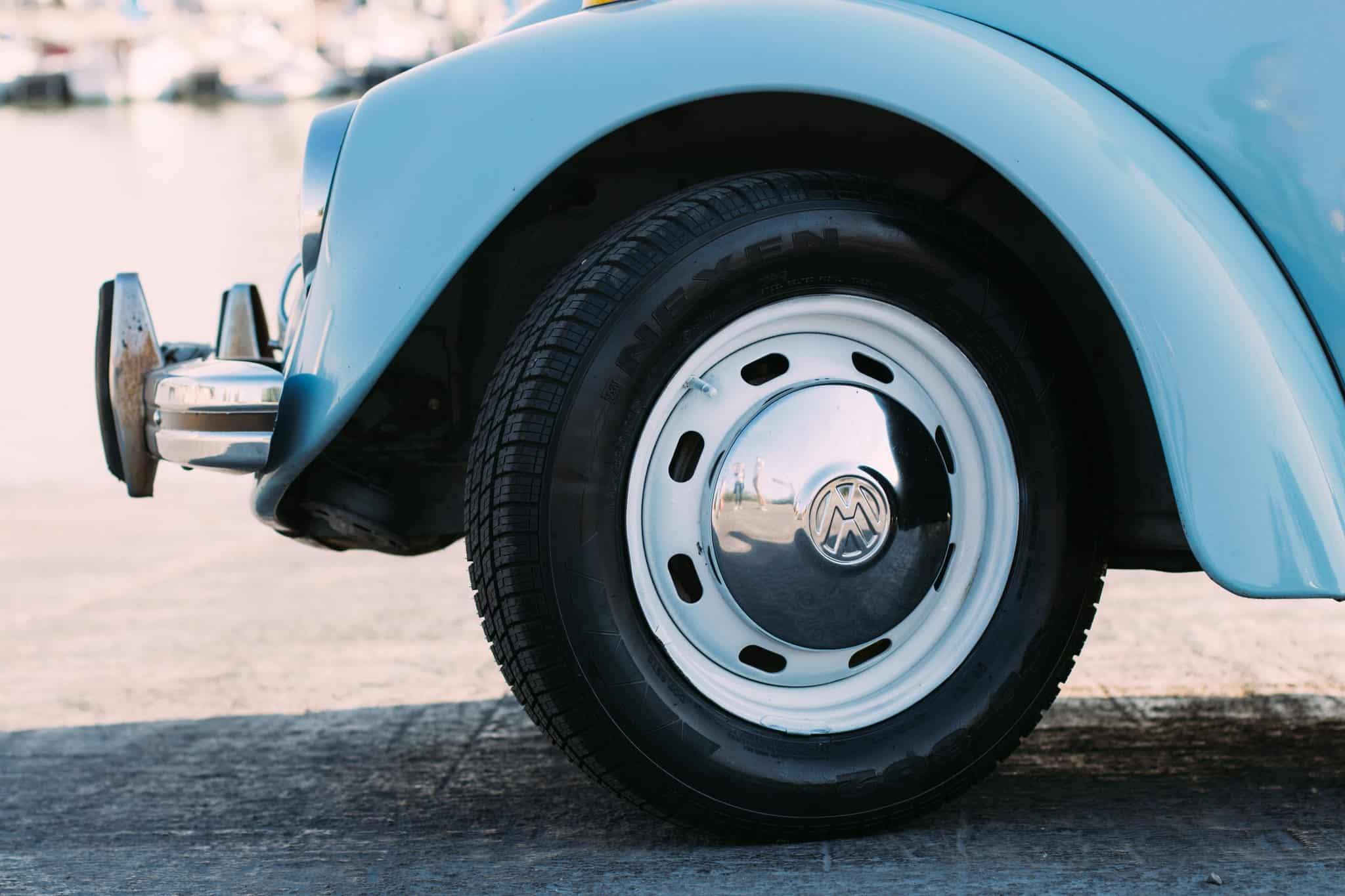 use baking soda to clean hubcaps