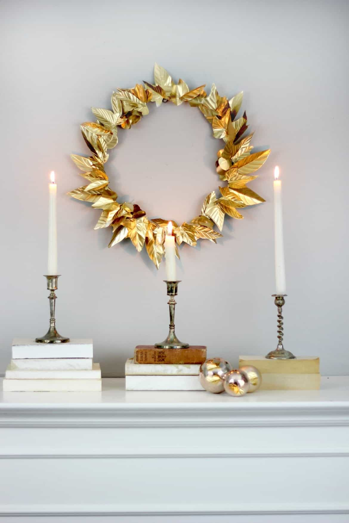 Holiday DIY foil wreath #DIYDecorations #HomeDecor