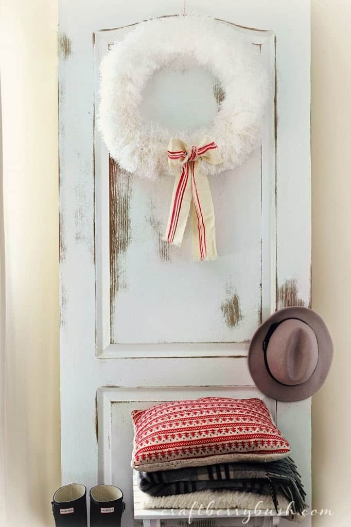 Crazy duster wreath decoration idea. #DIYDecorations #HomeDecor