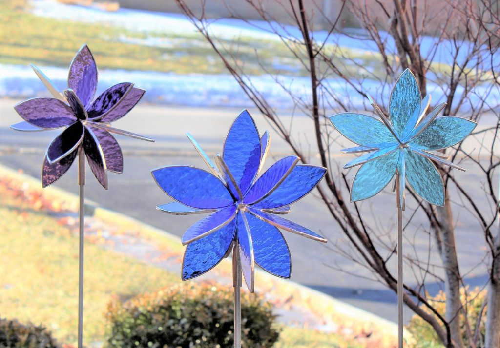 pretty stained glass flower stakes for the garden