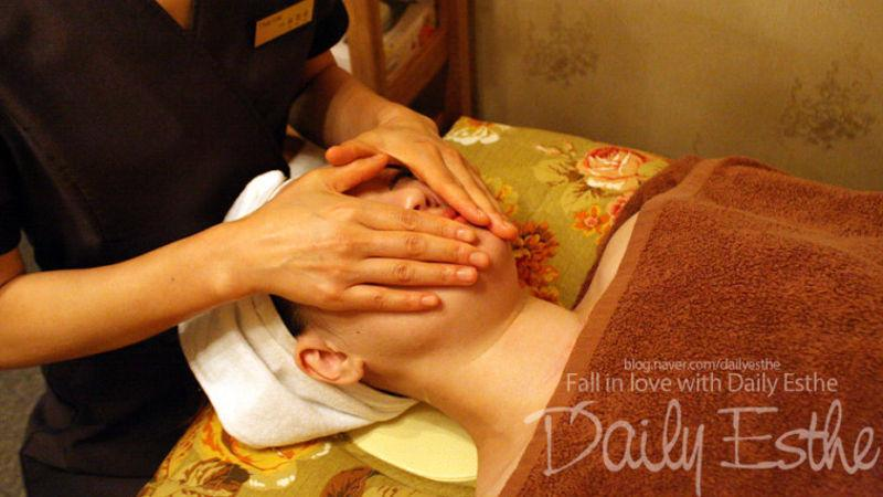 Treat yourself to an indulgent body massage and facial package that will leave you feeling like a million bucks!
