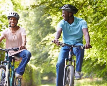 couple riding bikes 1