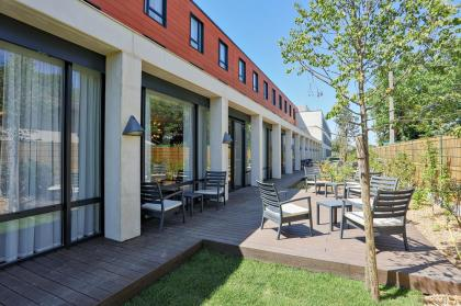 Patio at Hampton by Hilton Toulouse Airport