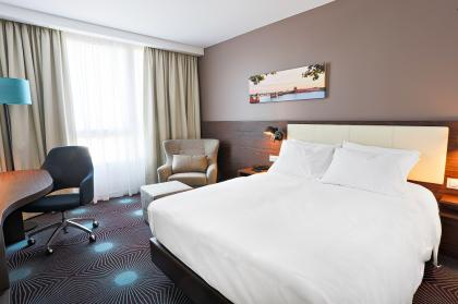 Queen Room at Hampton by Hilton Toulouse Airport
