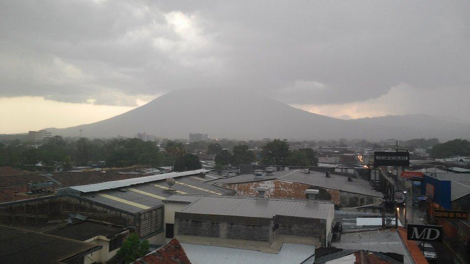 Lluvia y volcan