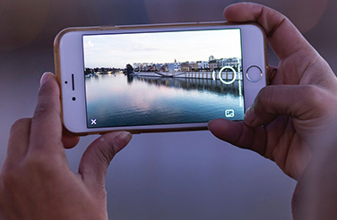 Take Amazing Travel Photos on Your Phone with These 7 Tricks