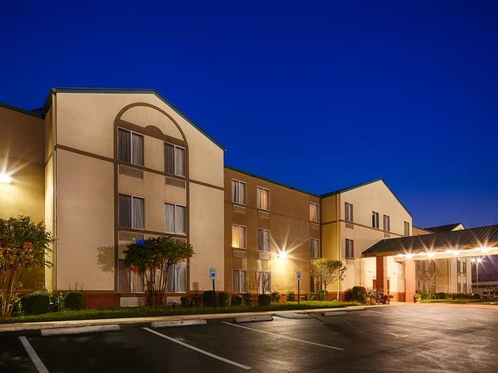 Best Western Plus Russellville Hotel and Suites