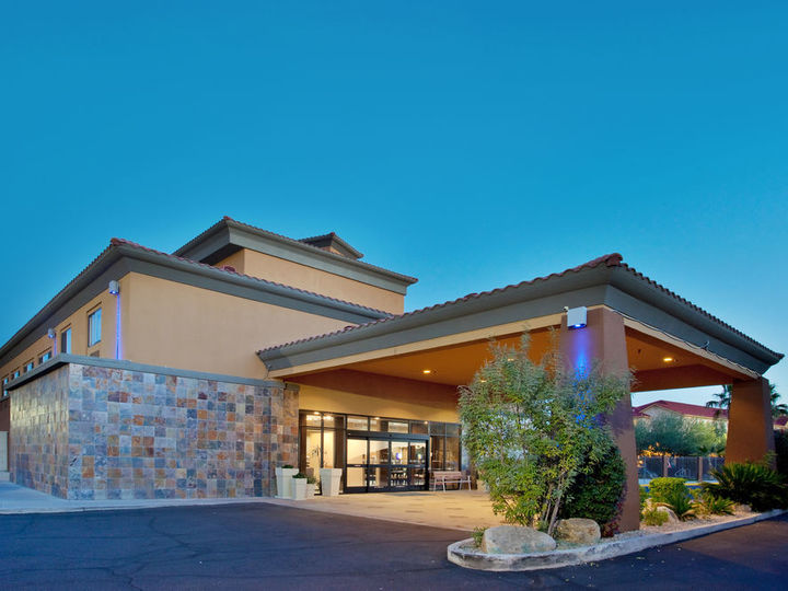Holiday Inn Express And Suites Phoenix Chandler Ahwatukee