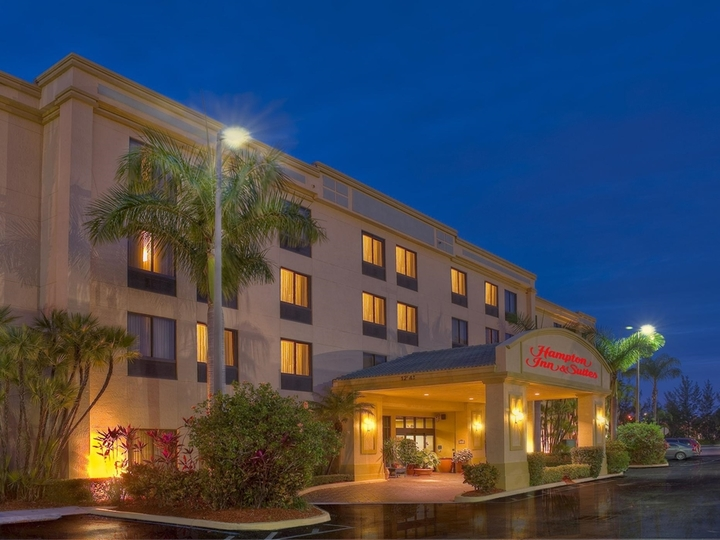 Hampton Inn   Suites Boynton Beach FL