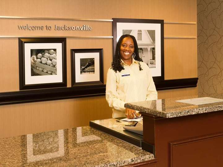Hampton Inn   Suites Jacksonville Airport