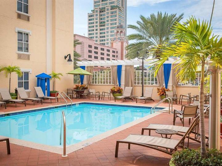 Hampton Inn   Suites St Petersburg Downtown
