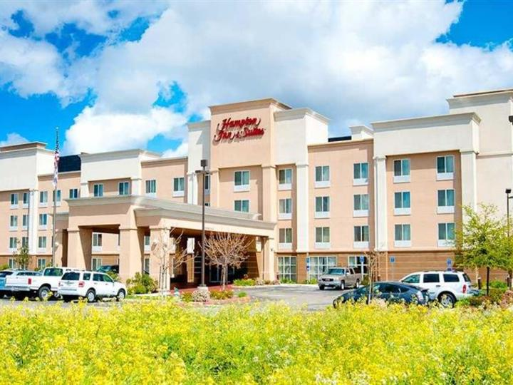 Hampton Inn   Suites Fresno