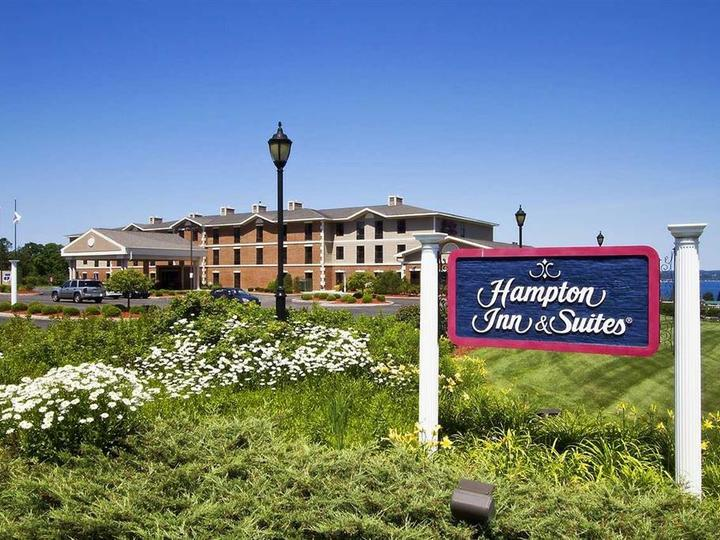 Hampton Inn   Suites Petoskey MI