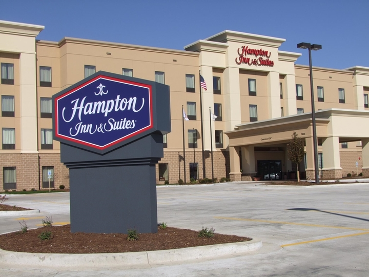Hampton Inn   Suites Peoria at Grand Prairie IL