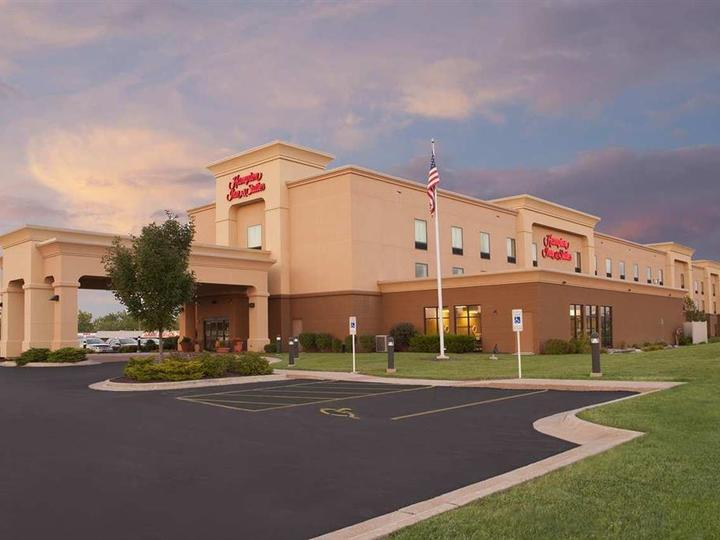 Hampton Inn   Suites Moline Quad City Int l Aprt