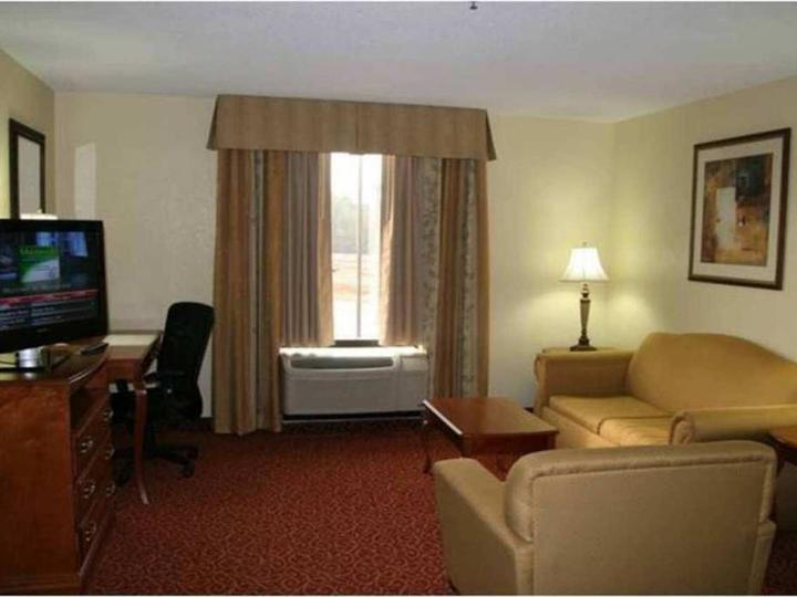 Hampton Inn   Suites McComb
