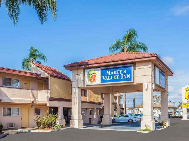 Super 8 Oceanside Marty s Valley Inn