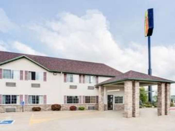Super 8 Le Claire Quad Cities