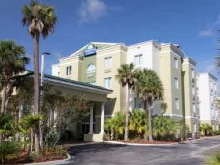Days Inn and Suites Fort Pierce I 95