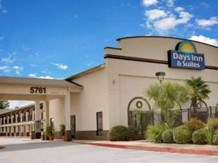 Days Inn and Suites Opelousas
