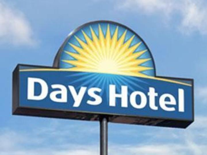 Days Inn and Suites Fairborn