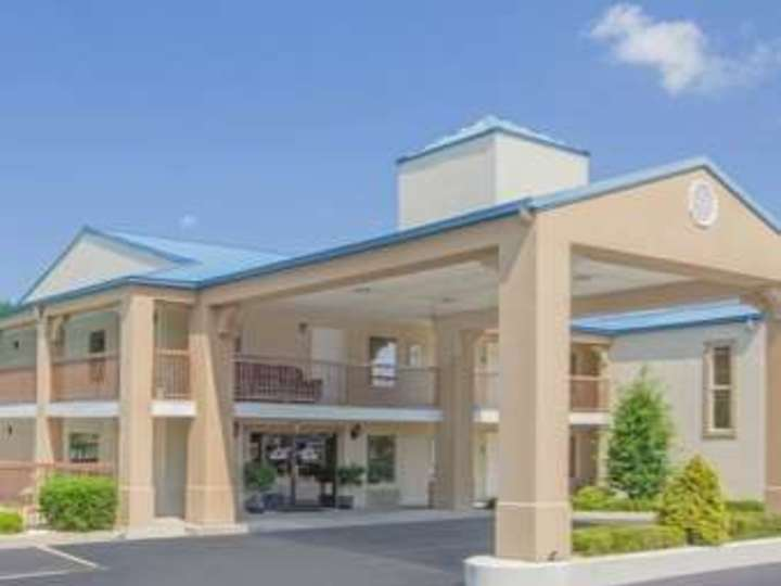 Days Inn and Suites Pine Bluff