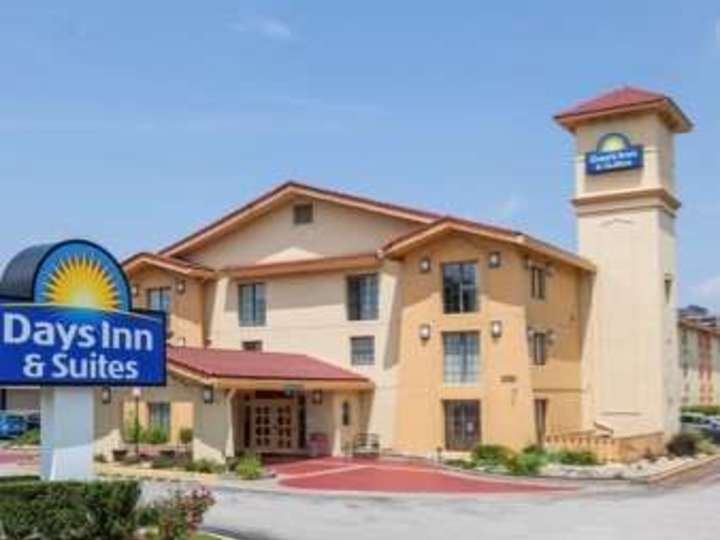 Days Inn and Suites Schaumburg
