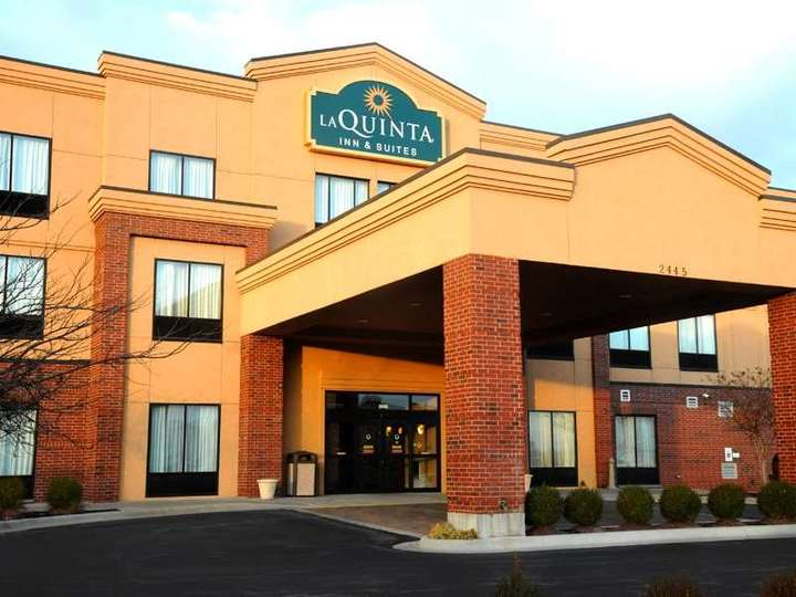 La Quinta Inn and Suites Springfield Airport Plaza