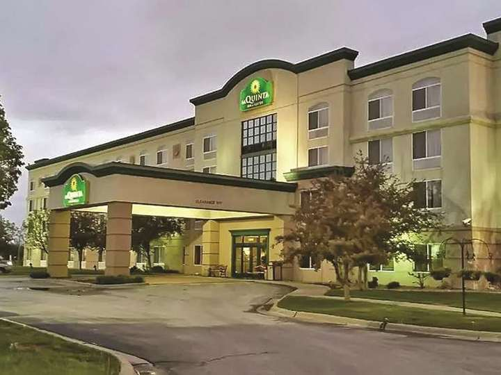 La Quinta Inn and Suites Omaha Airport   Downtown