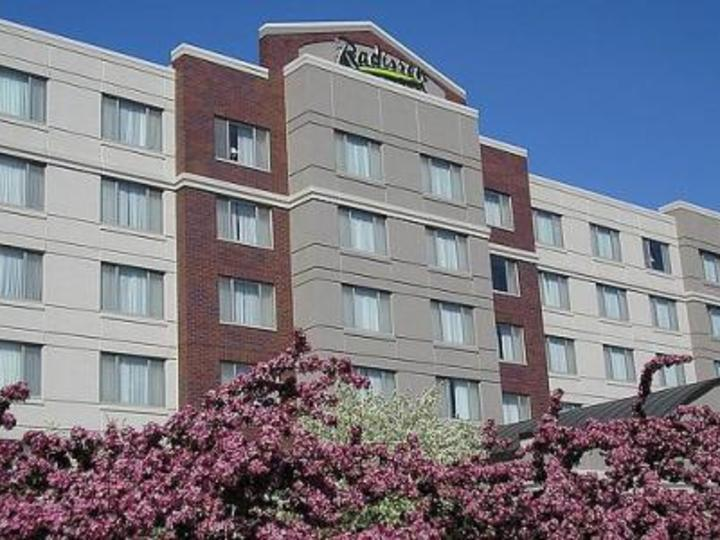 Radisson on John Deere Commons Moline