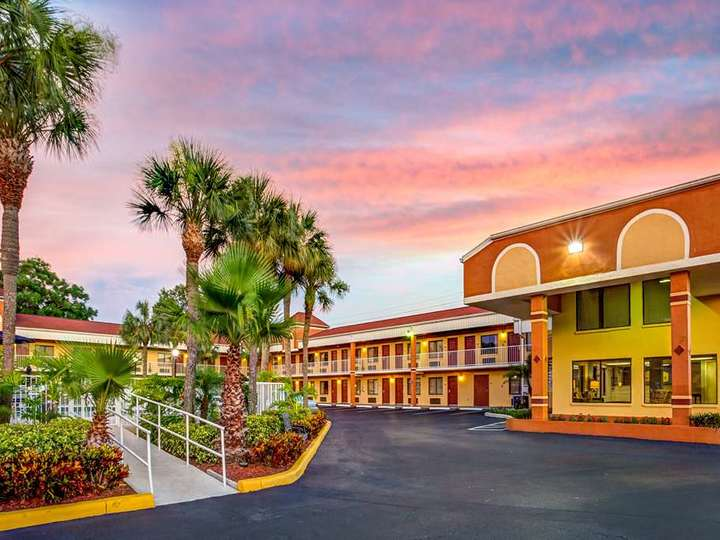 Howard Johnson Express Inn and Suites South Tampa Airport