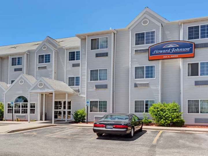 Howard Johnson Inn and Suites Elk Grove Village O Hare