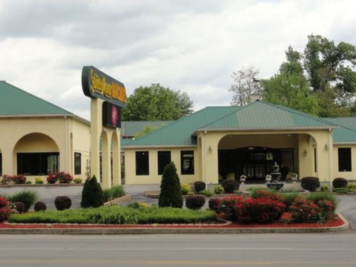 Golden Manor Inn and Suites