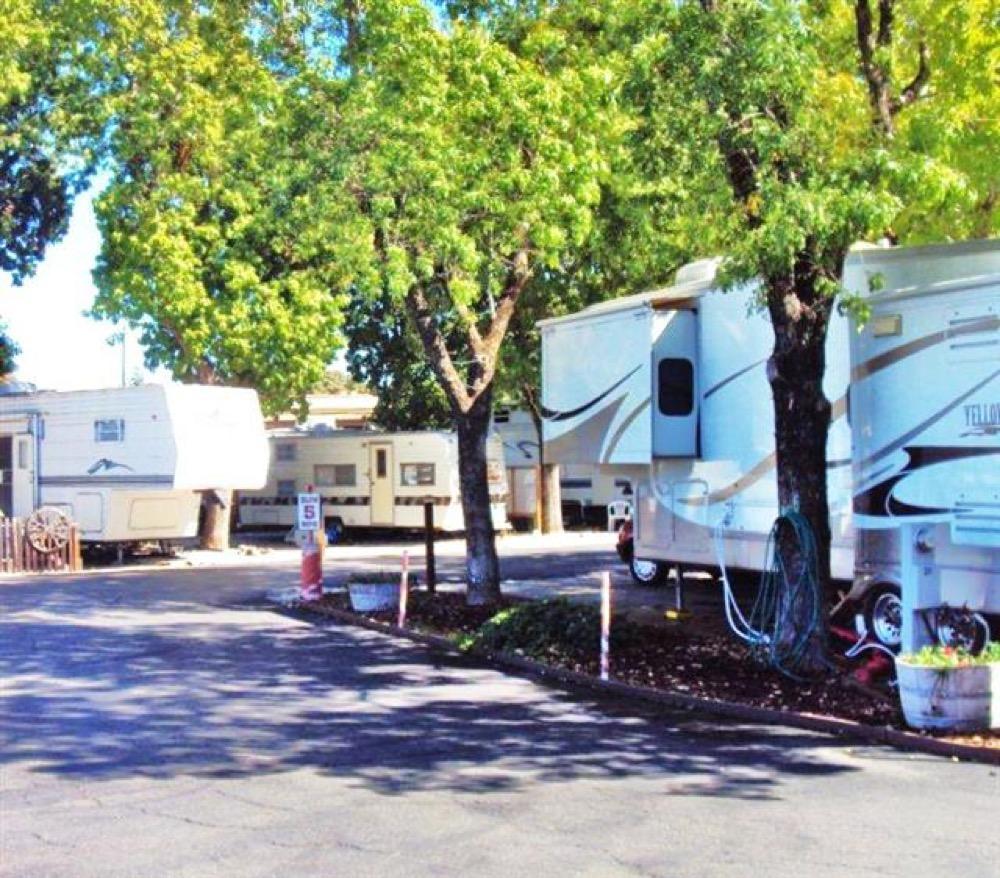 Lees Mobile Home RV Park