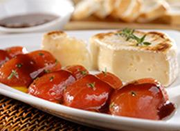Tomates confitados com queijo brie e molho de mel