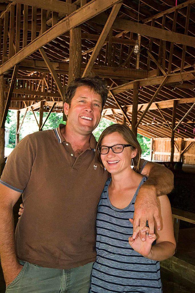 Jamie et Amy Ager ont réoriente Hickory Nut Gap Farm il y a 15 ans avec leurs viandes organiques de pâturage.