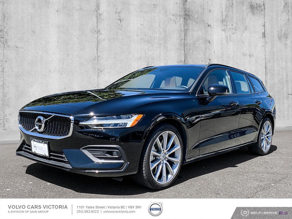 New 2019 Volvo V60 T6 AWD Momentum